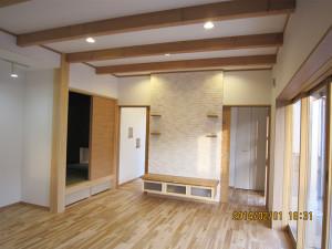 自然素材の床材のリビング