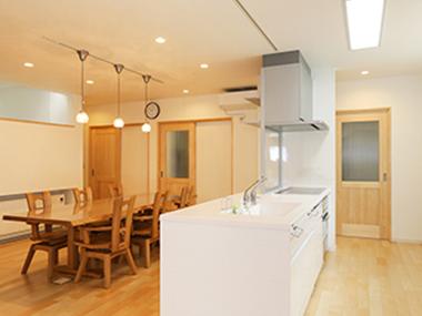 清潔感のある家に! 床やカウンターにメープルの無垢材が合う理由